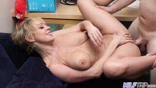 Szőke milf szexfilm